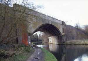 Boxmoor Canal Bridge 2007 - modern (1960's) reconstruction around original form. As seen from either side (above and below)