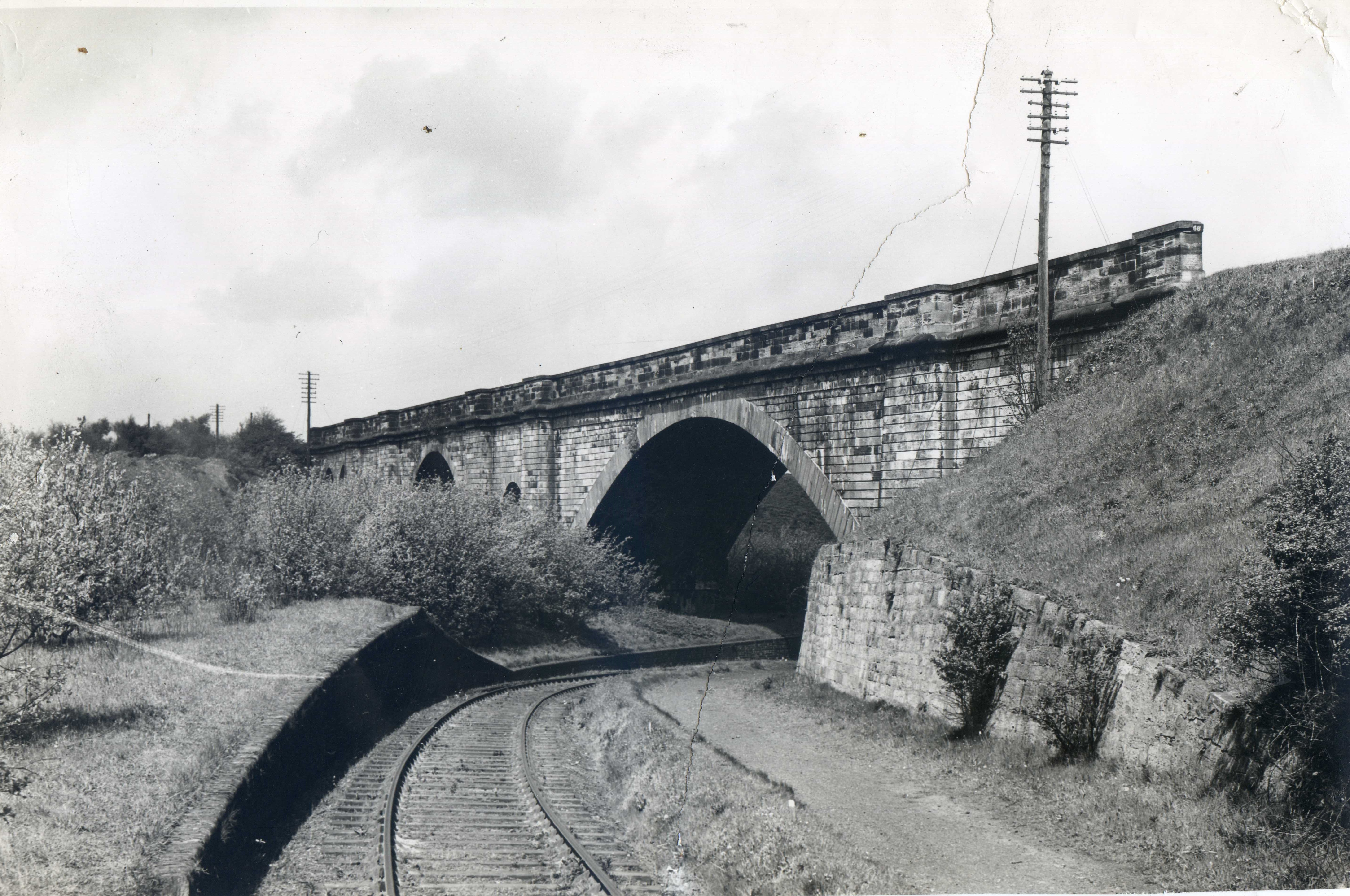 Camelot Viaduct, Falkirk. I think the line in the foreground was to the nearby Chemical Works and passed on from their as a mineral line. Undated image